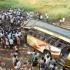 Zeci de morți și răniți după ce un autocar a căzut de pe un pod