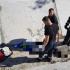 Bărbat căzut într-un canal adânc, salvat de pompieri
