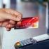 Trei din zece români au carduri de credit