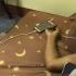 Un tânăr a murit după ce a adormit cu căştile, de la telefonul conectat la priză, în urechi