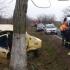 Accident pe DN22A. Un taximetrist a intrat în copac!
