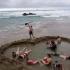 Cea mai pură apă caldă din lume! Se face baie direct pe plajă în orice anotimp!