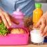 Ce alimente trebuie să conţină pachețelele copiilor noştri