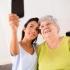 Fă-ți selfie cu bunica, de Ziua Internațională a Persoanelor Vârstnice!