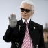 Îşi permite... Karl Lagerfeld, declarație controversată despre migranți şi Merkel