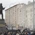 O statuie de peste 7 metri a inventatorului legendarei arme a fost dezvelită în centrul capitalei ruse