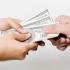 Românii trimit bani în țară de la chioșc și de pe Facebook