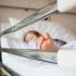 PĂRINȚI INCONȘTIENȚI! Sute de copii aduși la spital aproape leșinați de căldură!