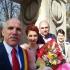 Stupid de România...! Primăria Târgu Jiu oficiază căsătorii la un monument funerar: Poarta Sărutului!