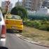 Taximetristu' are strada lui. Cu verdeață. Fără lumină...