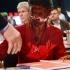 Un lider al opoziţiei germane a primit un tort în faţă, pentru politica sa anti-imigraţie