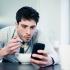 Cât de prețioase au devenit mobilele?! Un bărbat s-a căsătorit cu propriul smartphone
