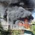 Incendiu puternic în centrul Constanței. Ard trei case