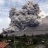 Sute de turiști în pericol din cauza erupţiei unui vulcan! Vezi unde!