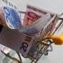 Euro, la cel mai ridicat nivel din ultimele cinci luni, pe fondul alegerilor din Franța