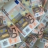 A nins cu bani pe o autostradă din Germania
