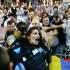 Incalificabil! Femeie jandarm linșată de zeci de protestatari și jefuită de pistol