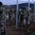 Armata macedoneană ridică un al doilea gard la frontiera cu Grecia