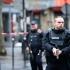 Atac armat într-un centru comercial de la periferia Parisului