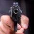 Împușcat de polițistul pe care l-a atacat cu un topor
