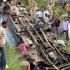 Cel puţin 37 de morţi după ce un autocar a căzut de pe un pod, în India