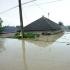 Sute de case şi curţi, din zece județe, inundate din cauza ploilor