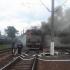 Pericol de explozie! O locomotivă care tracta cisterne cu gaz a luat foc în mers