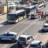 O mașină a spulberat mulțimea din două stații de autobuz