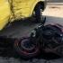 O motocicletă s-a izbit de un microbuz cu pasageri
