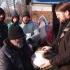 O masă caldă pentru oamenii străzii din Constanța, pe ger