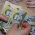 Pe ce își cheltuiesc românii aproape toţi banii: pe alimente, taxe şi servicii