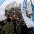 Protest al angajaţilor Dacia în faţa prefecturii Argeş