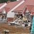 Un român este acuzat că a intrat cu buldozerul în mai multe locuinţe, în Marea Britanie