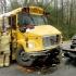 Patru persoane rănite, după ce un autocar școlar s-a ciocnit cu un autovehicul în SUA