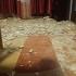 Tavanul unei locuințe, prăbuşit peste mai mulți copii. O fetiţă a ajuns la spital