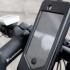 Nu folosiți telefonul în trafic! Amenzi usturătoare pentru şoferi, dar și pentru bicicliști