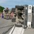 Trafic restricționat pe DN1A, după ce un TIR s-a răsturnat