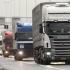 Transportatorii alimentează în alte ţări şi cresc tarifele dacă Statul nu restituie supraacciza
