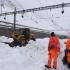 Peste 13.000 de turişti, blocaţi din cauza unor căderi masive de zăpadă